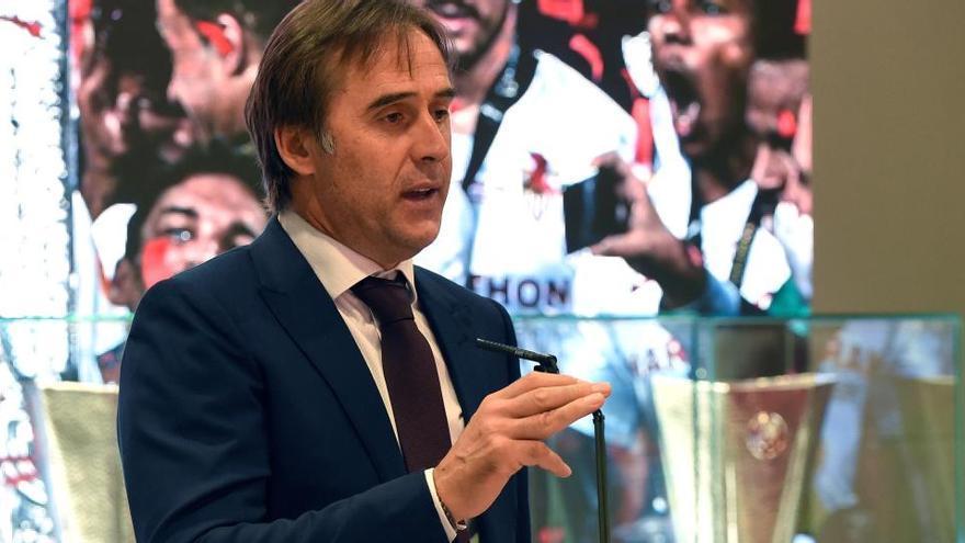 El Sevilla ofrece la Europa League en un acto íntimo