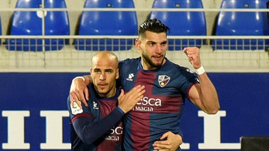 El Huesca se impone al Elche y sale del descenso