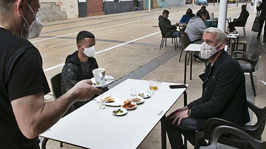 «Las terrazas  de los bares devuelven la vida a las calles»