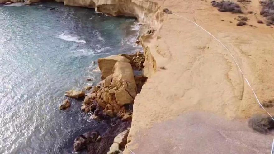 El temporal destruye una duna fósil de la playa de Los Cocederos