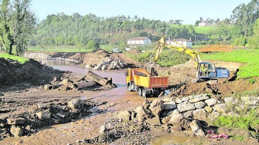 Villaviciosa pide limpiar el río Linares a su paso por la parroquia de Amandi