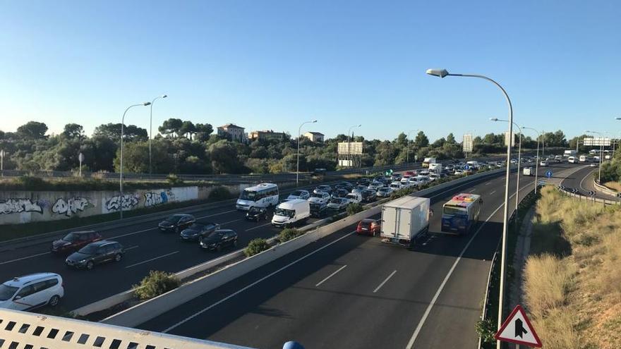 Los transportistas exigen suspender la reducción de velocidad en la Vía de Cintura