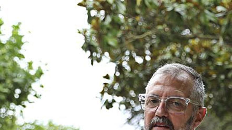 """Luis María González, autor de """"La última bala"""": """"Me metí a escritor empezando la casa por el tejado: con una novela"""""""