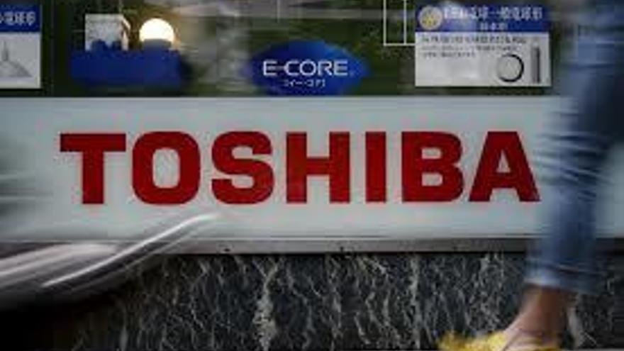 """Toshiba """"duda"""" de su viabilidad tras perder 4.537 millones en nueve meses"""