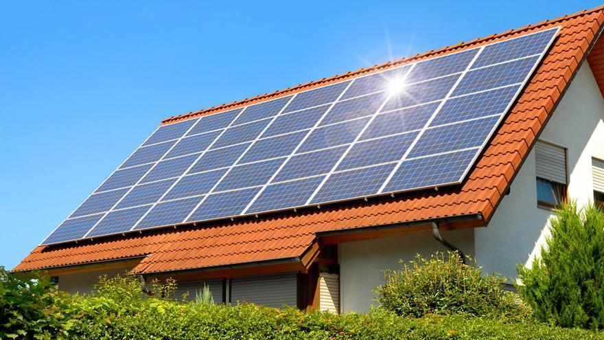 Tres sencillos trucos para ahorrar dinero en tu factura con la energía de las placas solares