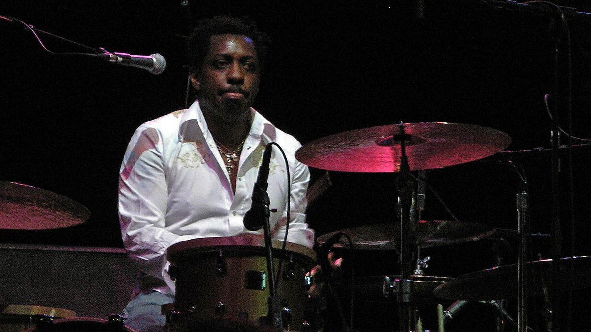 Steve Jordan, tocando con el John Mayer Trio en 2006.