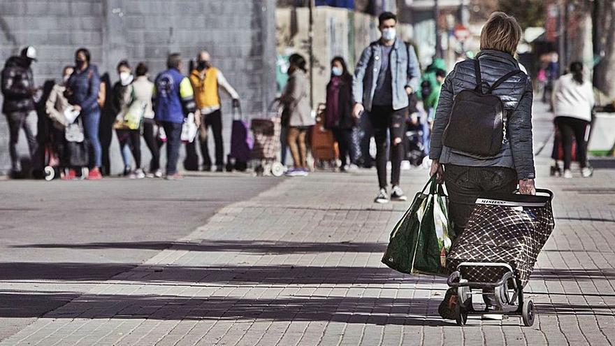 El ingreso mínimo ya llega a 74.500 beneficiarios pero se rechaza el 74 % de peticiones