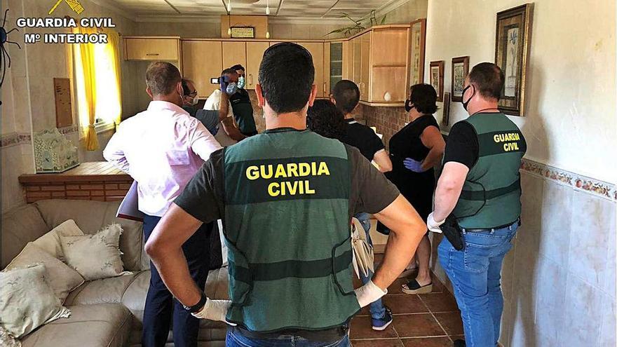Dos detenidos por matar a una mujer para robarle 600 euros en Granja de Rocamora
