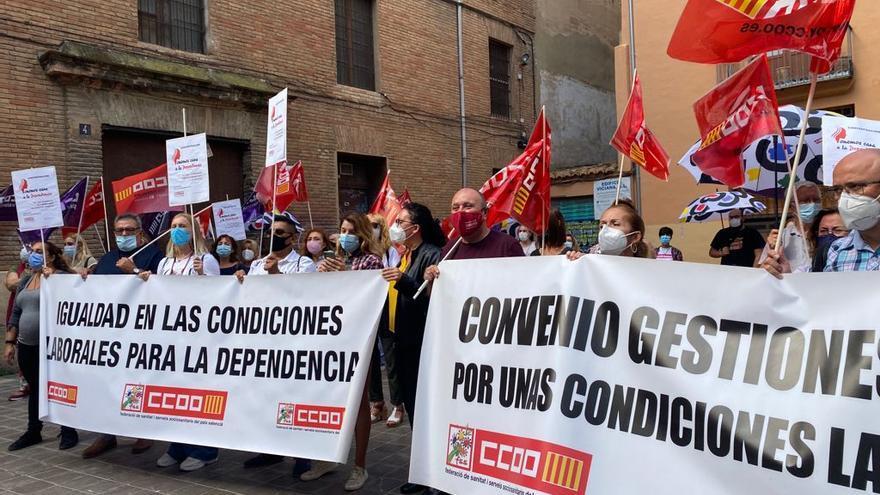 """Trabajadores de la dependencia se movilizan por un """"convenio digno"""""""