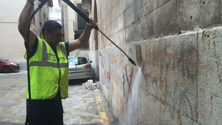 Emaya inicia este mes la limpieza de pintadas en inmuebles particulares