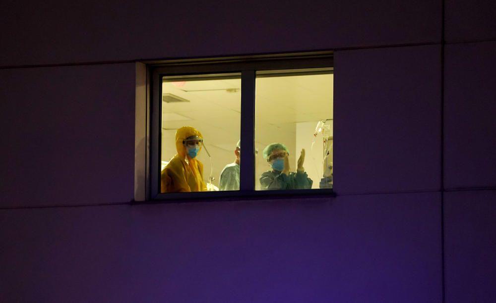 El país aplaude la labor de los sanitarios