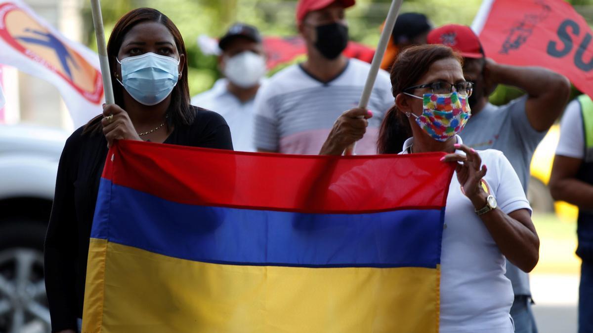 """Manifestantes en Panamá piden a Duque """"parar la masacre"""" en Colombia."""