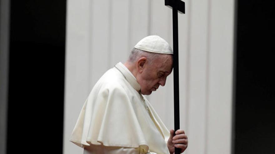 Dos cardenales cercanos al Papa, positivos por coronavirus