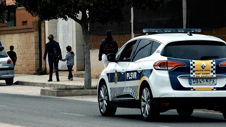 La Policía Local de San Vicente detiene a un adulto y un menor por un robo en el Colegio La Almazara