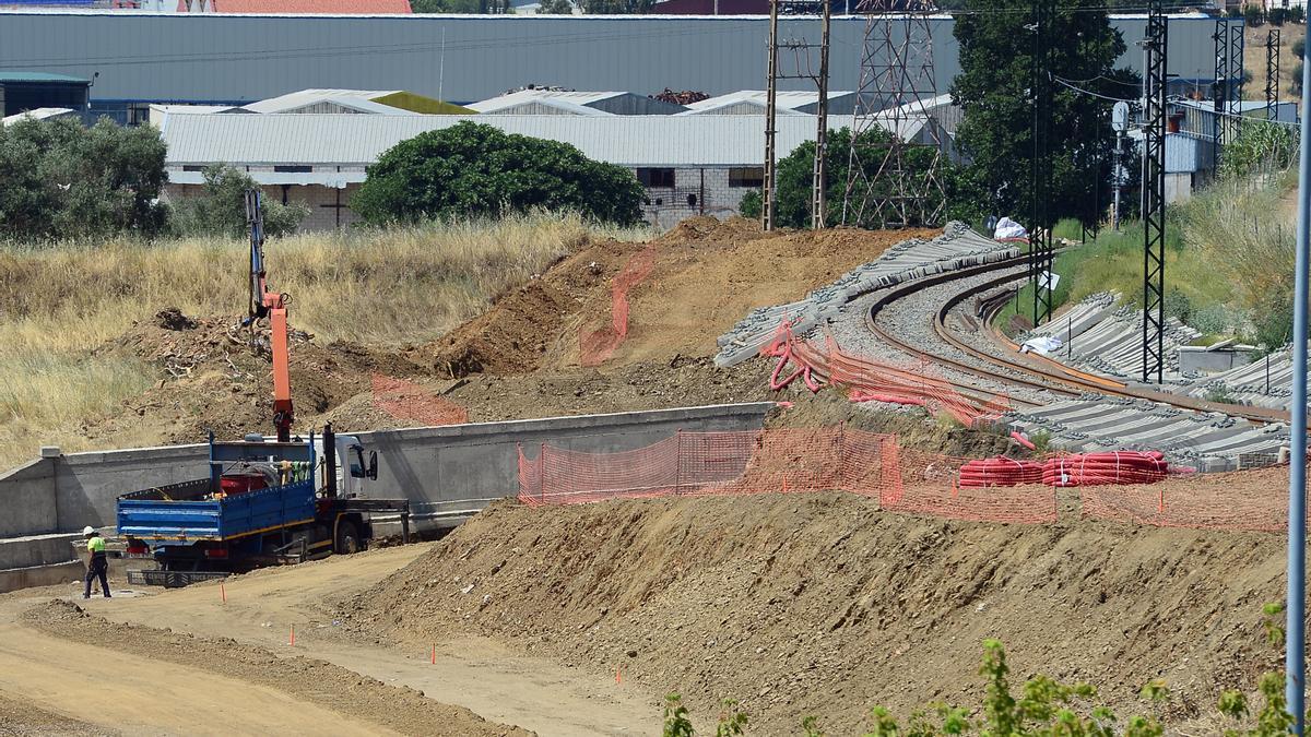 Obras junto a las vías de tren, este miércoles.