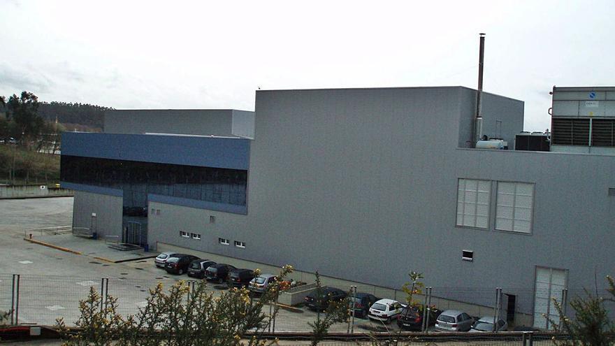 La nave de Isidro de la Cal en Cambre, tasada en 5,4 millones, con hipotecas de 35