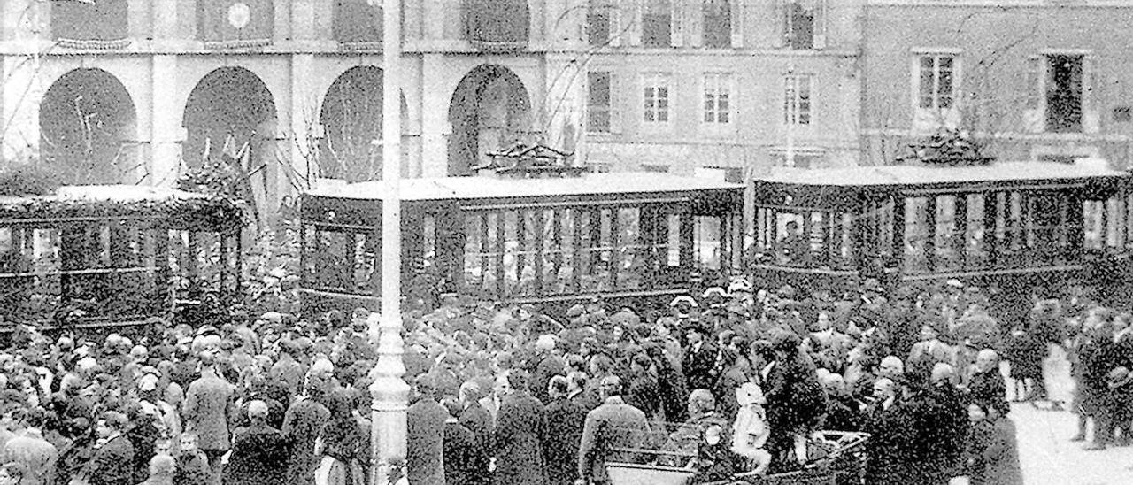 Inauguración del tranvía eléctrico en la plaza de España de Avilés, el 20 de febrero de 1921.