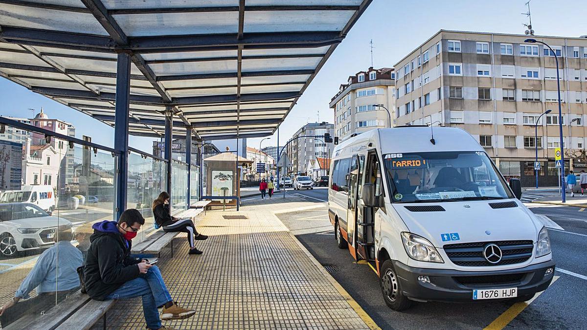 Parada de bus en O Burgo, en el municipio de Culleredo.    // LA OPINIÓN