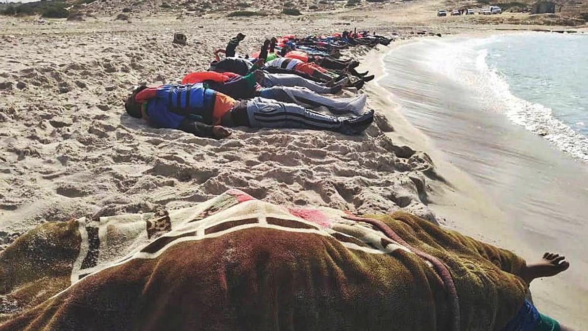 74 personas fallecen tras un naufragio en la costa de Libia | EFE/EPA