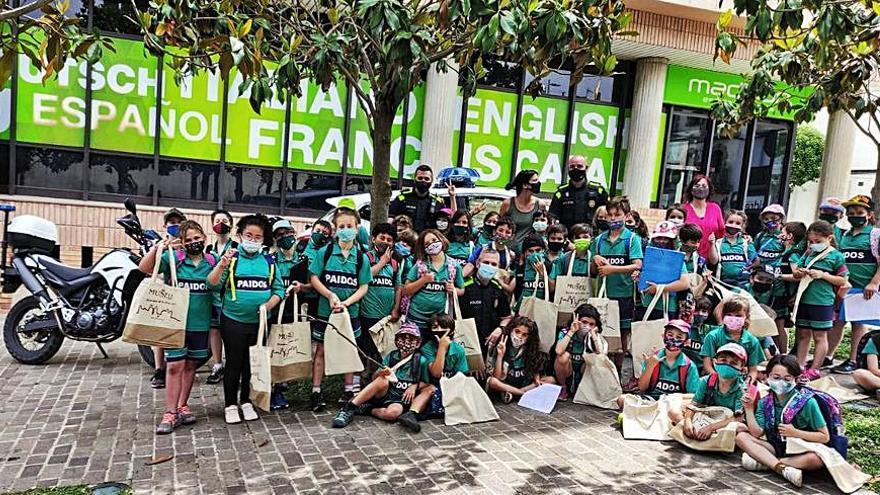 L'alumnat de segon de primària de l'Escola Paidos visita l'Ajuntament de Sant Fruitós i la Policia Local