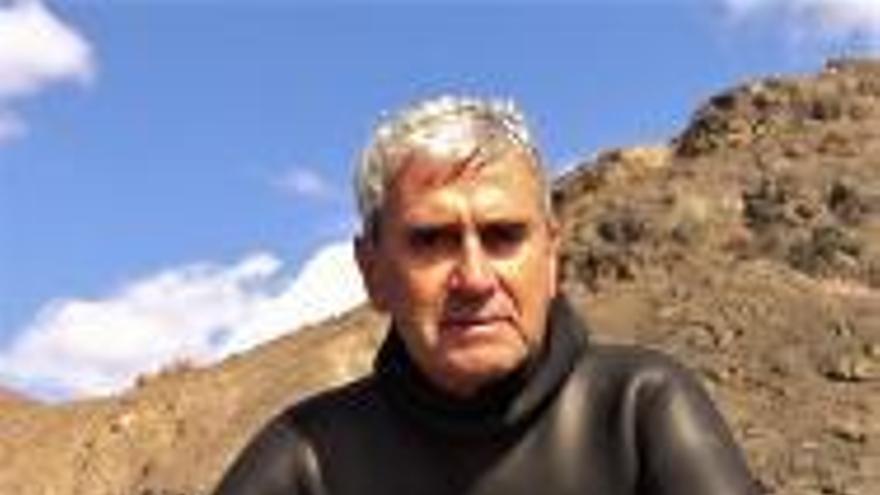"""José Landa: """"Hay que crear reservas marinas para proteger el mar canario"""""""