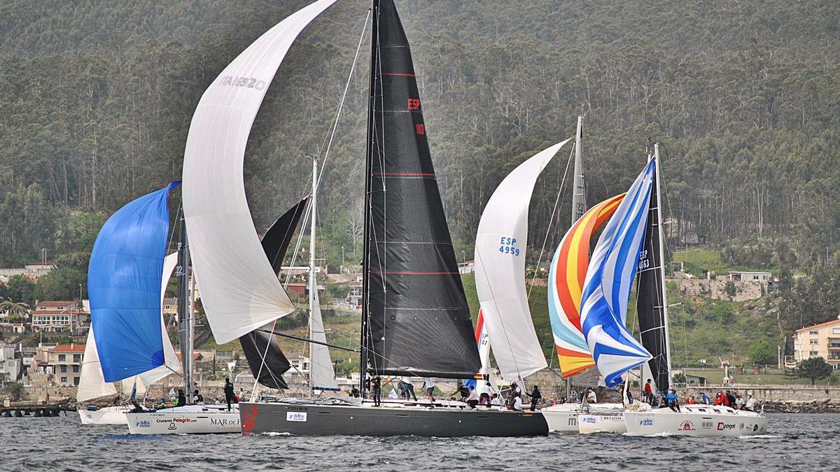 Una imagen de la regata por la ría de Pontevedra. |  // FDV