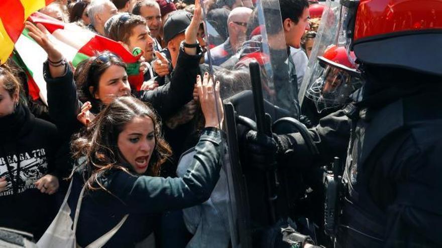 Insultan y agreden a los asistentes a un mitin de Vox en San Sebastián