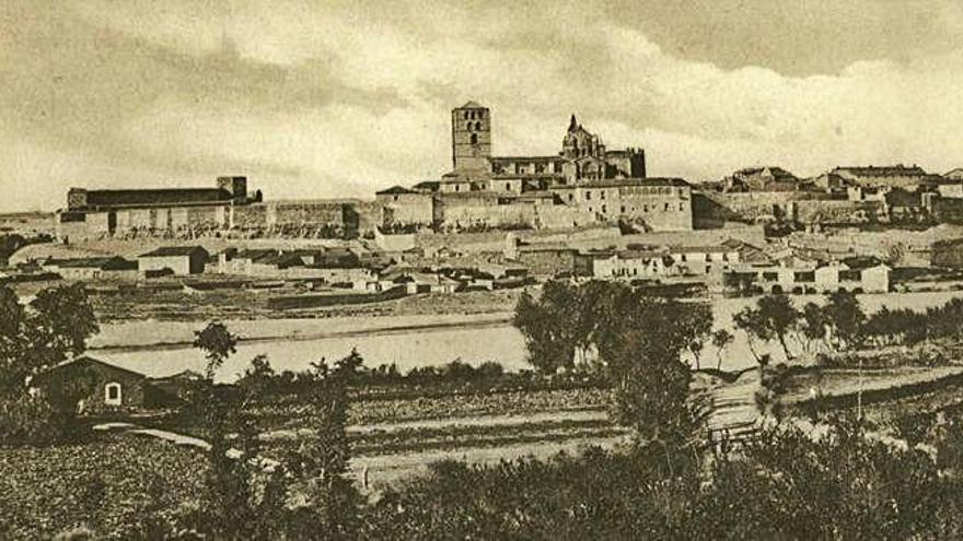 Imagen de la muralla y la Catedral, vistas desde la margen izquierda del río Duero.