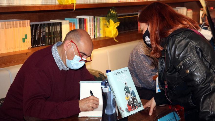 Xavier Bosch, María Dueñas i Oriol Mitjà, els autors més venuts d'aquest Sant Jordi