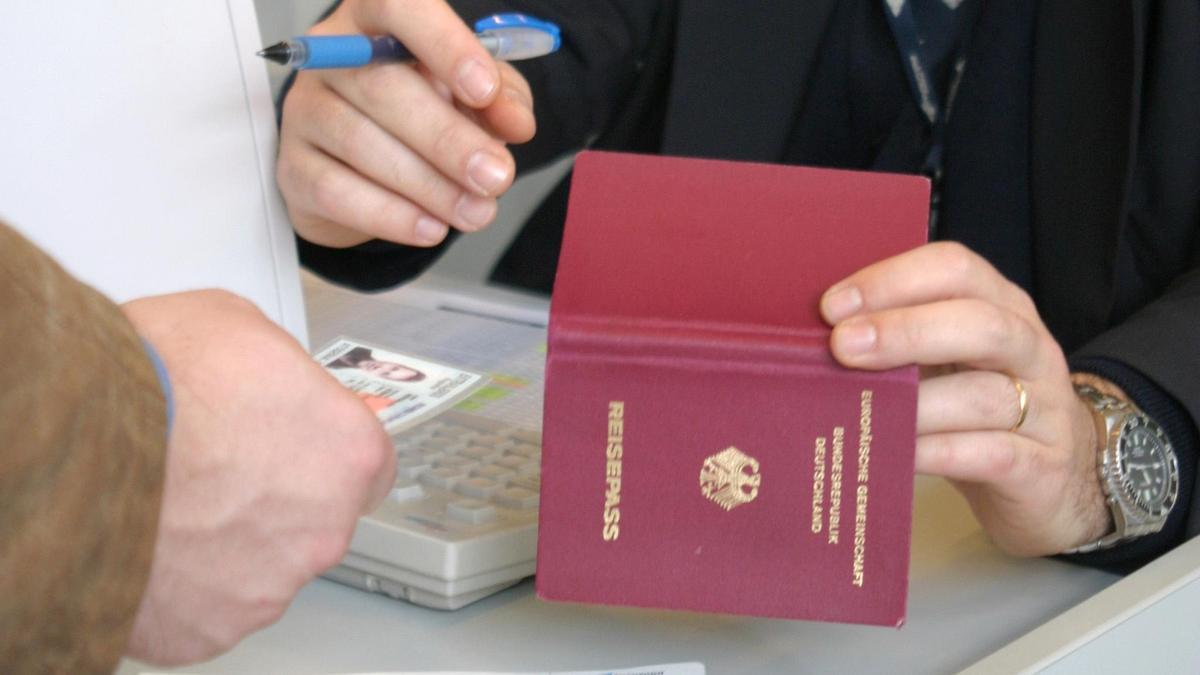 Wenn der Ausweis gestohlen wird, kann es zu Problemen beim Rückflug kommen.
