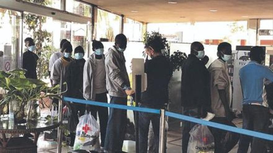 Cerca de 2.000 migrantes vulnerables han sido trasladados a la Península desde enero