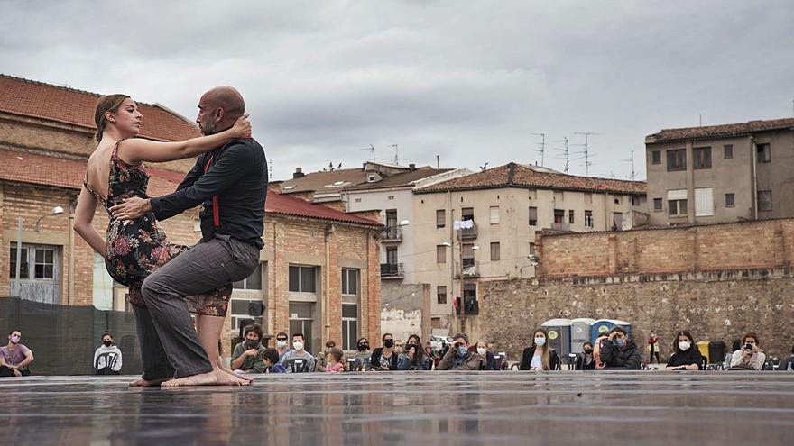 La dansa batega a l'Anònima al ritme de joves promeses i ballarins veterans