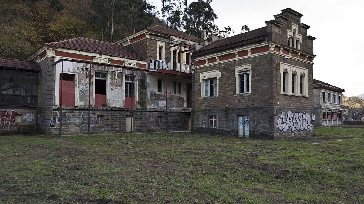 El sanatorio  de Bustiello.   J. R.