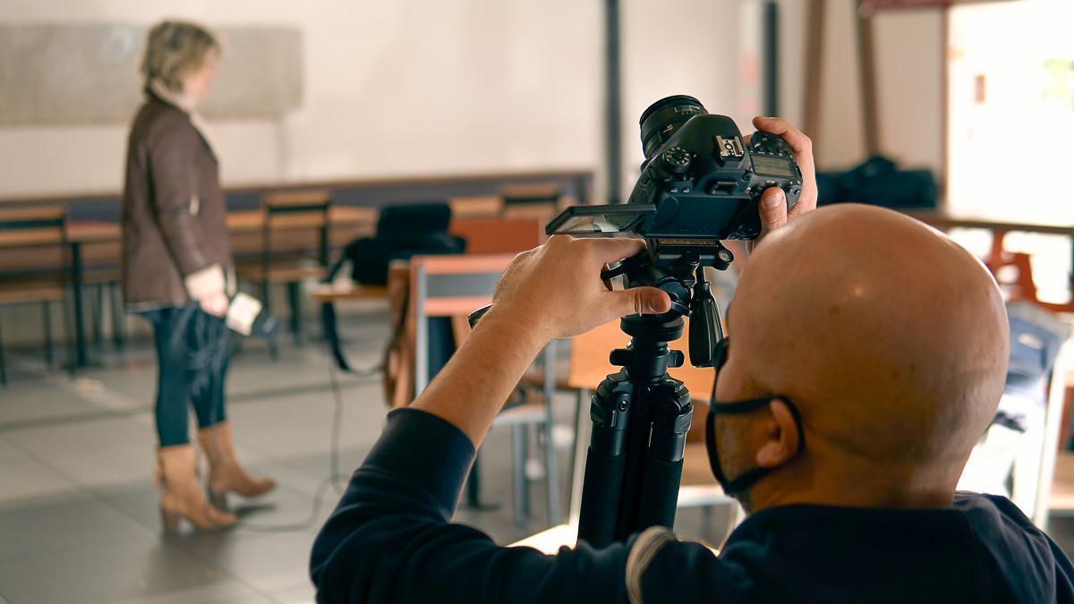 Una imagen de la grabación del corto.