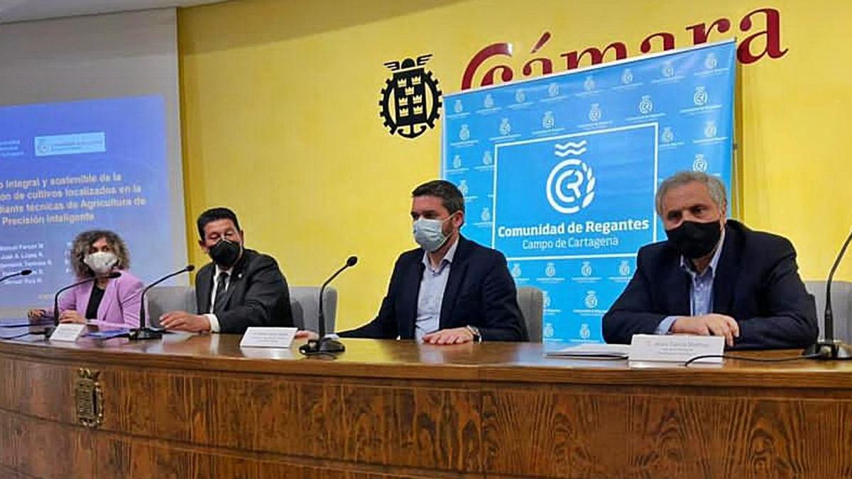 El consejero Antonio Luengo asistió a la firma del convenio entre la UPCT y la Comunidad de Regantes del Campo de Cartagena. | CARM