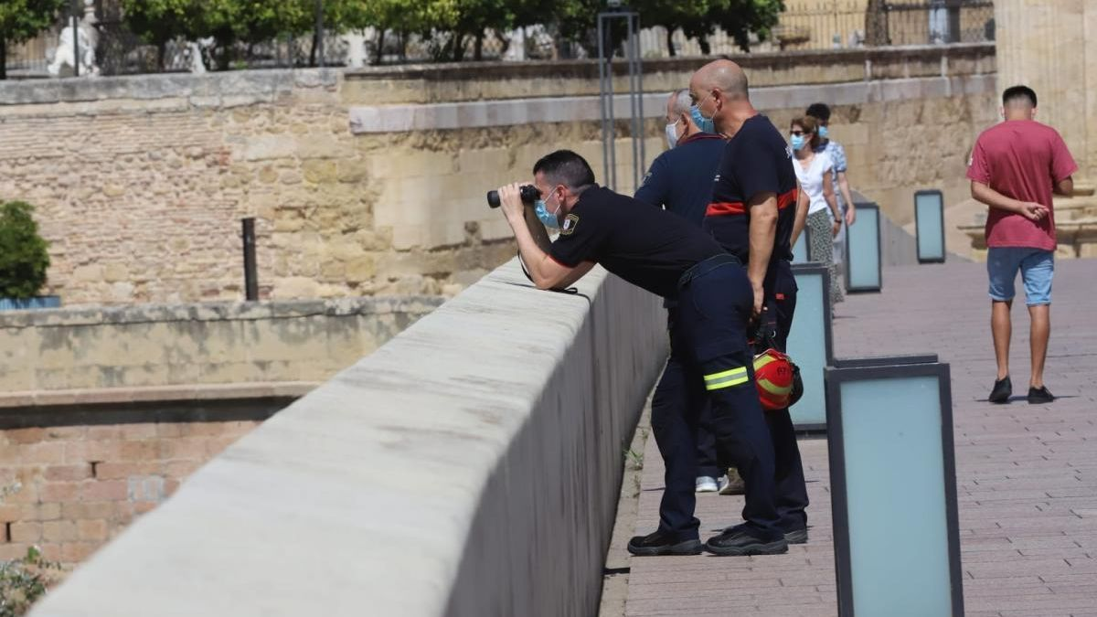 Desaparecido en Córdoba: los bomberos rastrean el río sin resultados en el entorno del Puente Romano