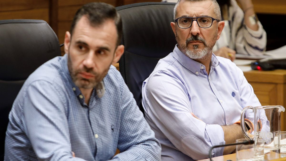Rubén Pérez Carcedo y José Carlos Fernández Sarasola, concejales de Ciudadanos, durante un pleno en el Ayuntamiento.