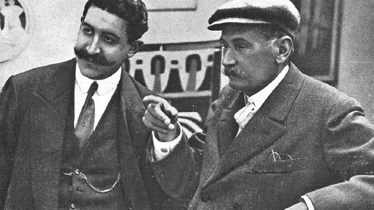 El escritor y periodista montillano José María Carretero junto a Benito Pérez Galdós.