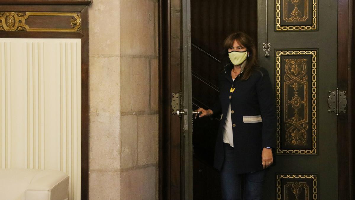 La presidenta del Parlament, Laura Borràs, entrant al Despatx d'Audiències