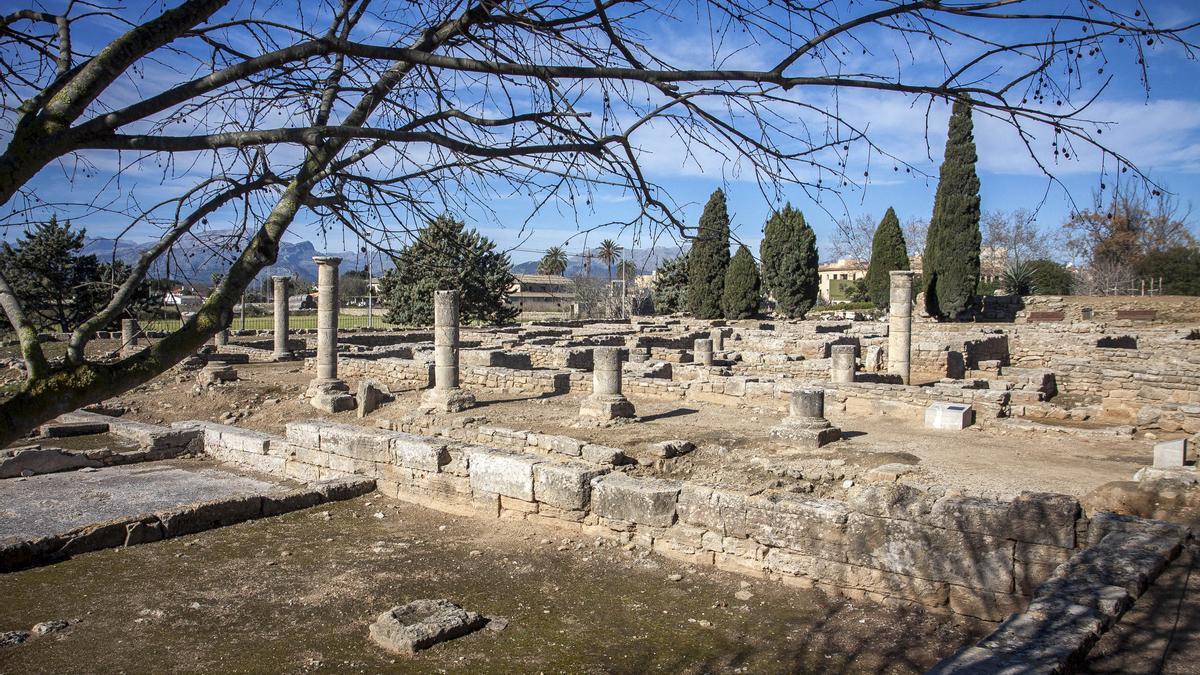 Restos de la ciudad romana de Pollentia.