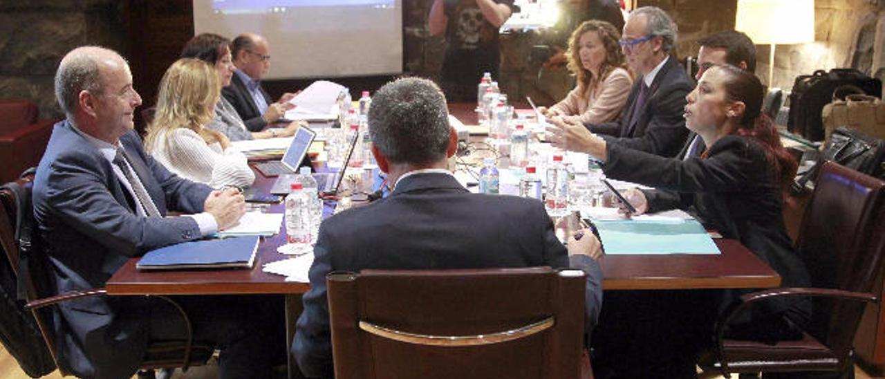 Reunión del Consejo de Gobierno de Canarias celebrada ayer en Santa Cruz de Tenerife.