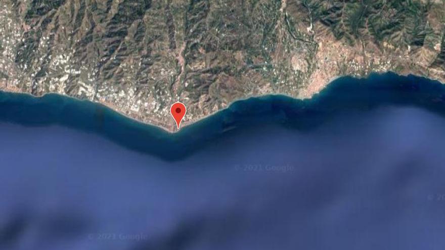 Fallece un hombre, de 40 años de edad, tras ser rescatado del mar en una playa de Torrox