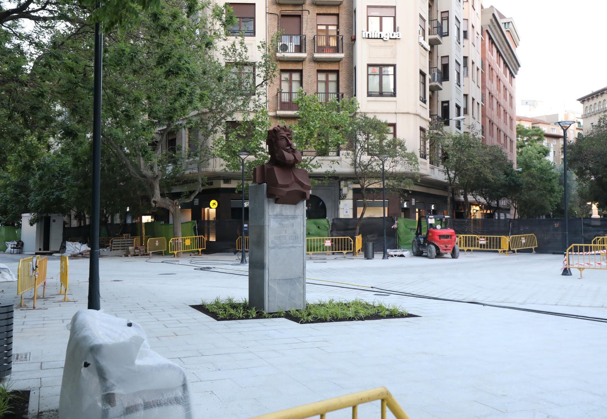 El busto de Joaquín Costa vuelve a la plaza Santa Engracia