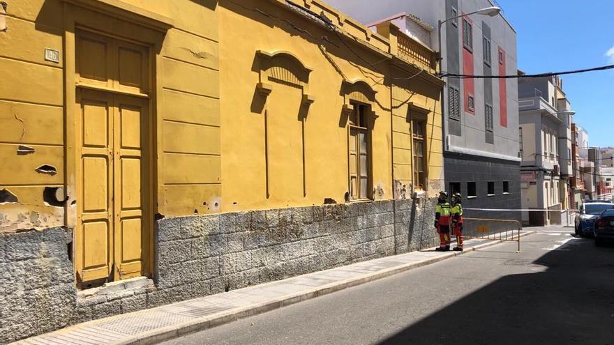 Desalojados cinco adultos y un menor tras el derrumbe del techo de una casa en Las Palmas de Gran Canaria