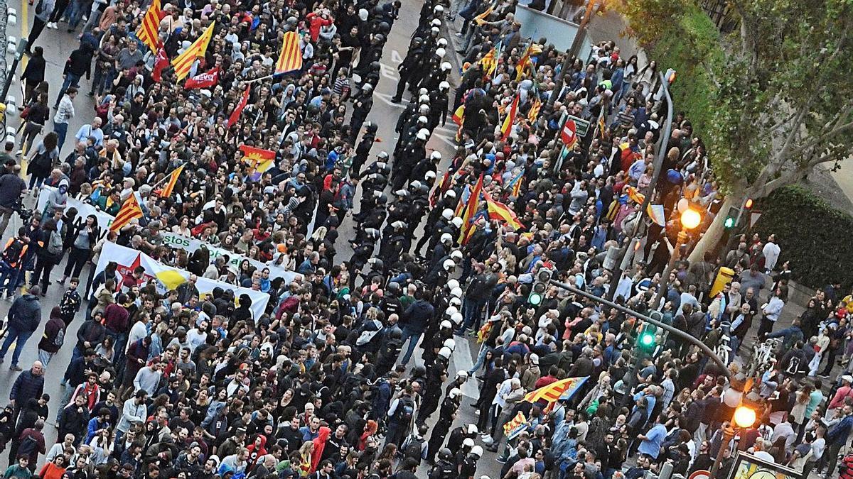 El 9 d'Octubre tendrá 7 manifestaciones pese al llamamiento a no concentrarse