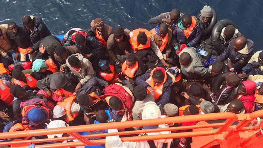 Llegan al puerto de Málaga 90 personas rescatadas en el mar de Alborán de madrugada