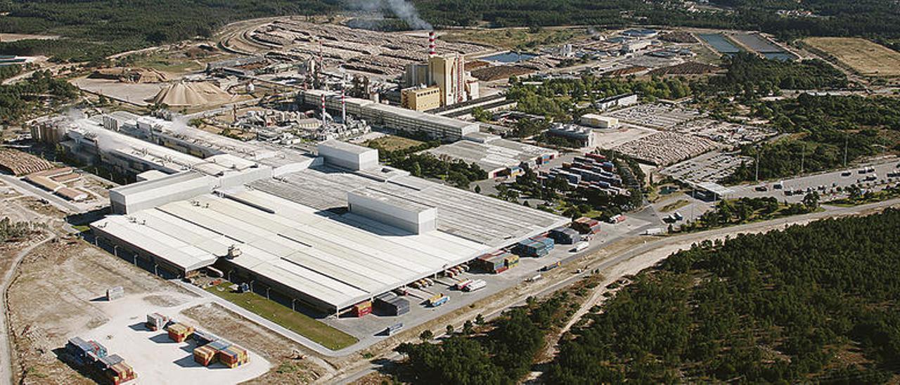 Vista aérea de las instalaciones de Navigator Company, antigua Portucel, en Figueira da Foz. // TNC