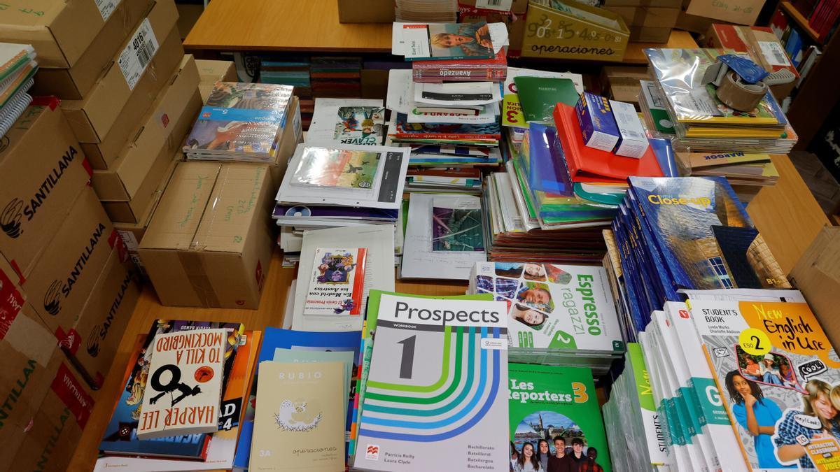 Los libros en papel siguen siendo principales en el sistema educativo.