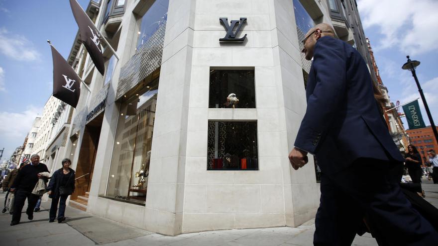 De Zara a Louis Vuitton: el libro que quiere acabar con la moda insostenible