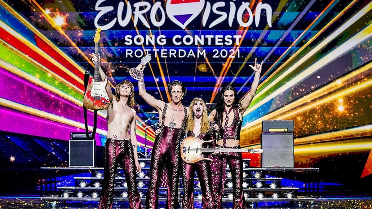 Los italianos de la banda de rock Maneskin celebran la victoria. | DPA/EP